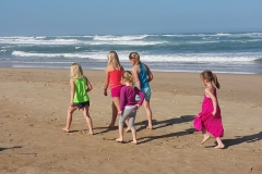 kids-beach-walk-pirates-creek-accommodation